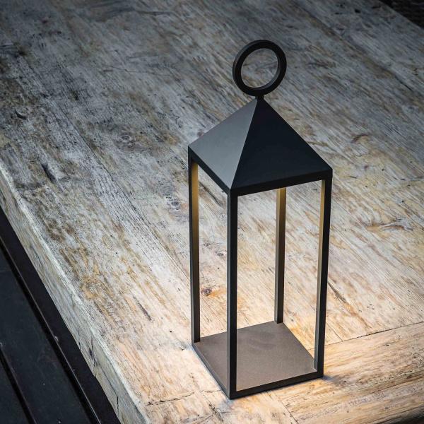 Lampada da giardino a forma di lanterna
