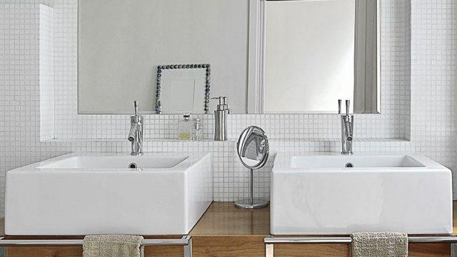 Come illuminare lo specchio del bagno?